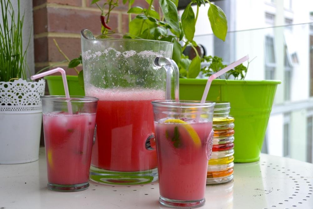 pink lemonade, summer, drinks, beverages, simple, lemons, raspberries